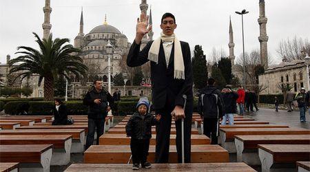 Самый высокий человек живет в Турции