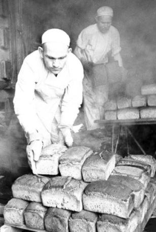 Якуп Османов пек хлеб под бомбежкой