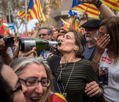 Каталония объявила независимость