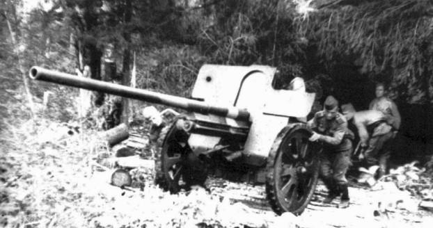 Нури Исмаилов ремонтировал орудия