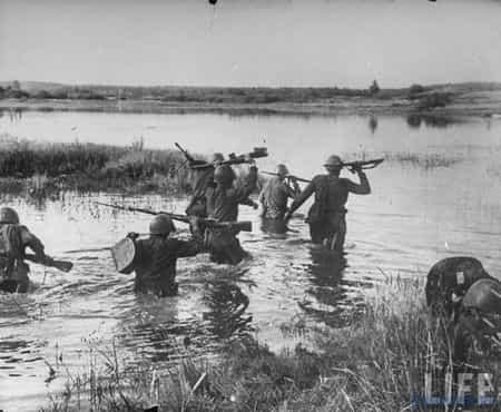 Измаил Шарфудинов первым форсировал реку