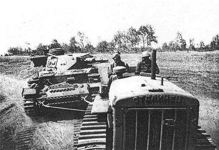 Минтар Минанов вывозил с поля боя подбитые танки