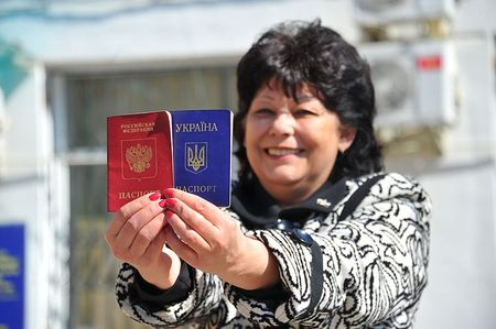 Почему у крымцев по два паспорта