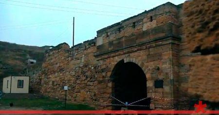 В Керчи рушится крепость Ени-Кале