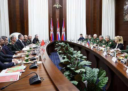 Шойгу провел переговоры с турками