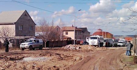 Крымских татар вывозят со «Стрелковой» в автозаках