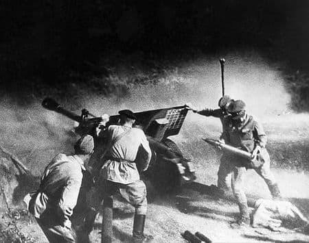 Аблямит Фаизмамбетов вел огонь по танкам и пехоте противника