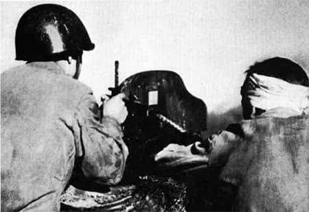 Абдурахман Абдулазанов командовал пулеметным расчетом