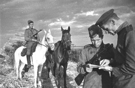 Абдураман Абкелямов обеспечивал связь командира дивизиона с пехотой