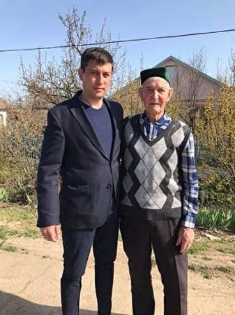 Эрнест Кешфи с дедушкой Нури Биляловым