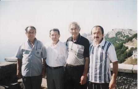 На кромке яйлы: Робеспьер Гралов, Али Яячик, Кемал Куку, Асан Хуршутов, 12 августа 2006 г.