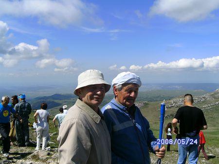Али Яячик и Робеспьер Гралов на вершине Чатырдага, 24 мая 2008 г.