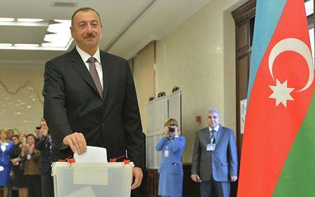 Ильхам Алиев продлил мандат народного доверия