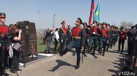 В Волгограде открыли памятник героям Сталинградской битвы из Казахстана