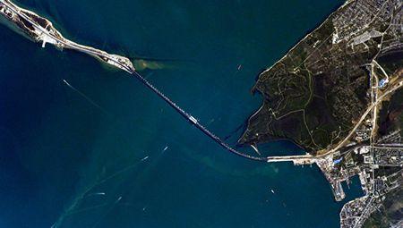 Таким видится мост в Крым с борта МКС