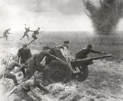 Решит Ашимов бил фашистов прямой наводкой