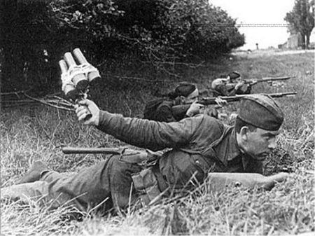 Сейтхаир Эрмамбетов забросал гранатами немецкий блиндаж