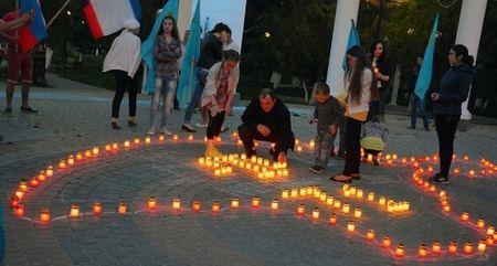 Люди просто пришли зажечь свечи и помолиться
