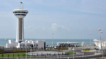 Гурбангулы открыл новый морской порт на Каспии