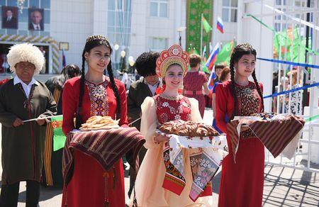 Гурбангулы достроил школу в Астрахани