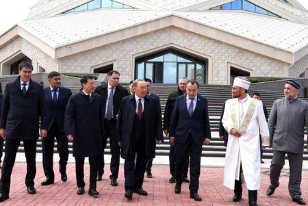Назарбаев посетил новую мечеть в Астане