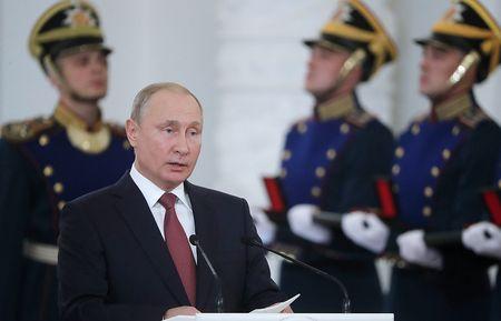 Путин поздравил страну с Днем России