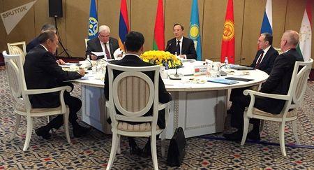 Россия и Казахстан: Кто кому изменяет?