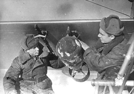 Факредин Насибулаев подвешивал к самолетам бомбы