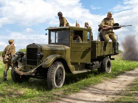 Халил Смойлов без аварий провел свою машину от Сталинграда до Праги