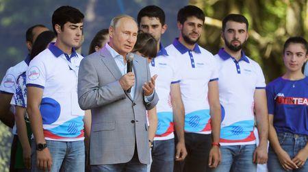 Путин призвал возрождать языки народов России