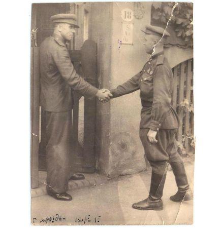 18 апреля 1945 г. начальник АХЧ управления 397-й стрелковой Сарненской Краснознамённой ордена Кутузова дивизии старшина Оксман представил шофёра старшего сержанта Асанова к награждению орденом «Отечественная война» 2-й степени