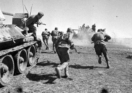 Рустем Керимов первым ворвался на танке в город