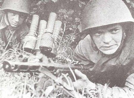Менсит Мензатов забросал немцев гранатами
