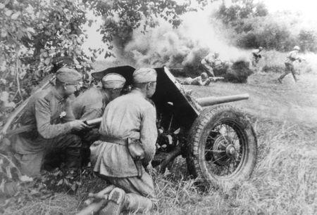 Гафар Мустафаев разбил два немецких блиндажа