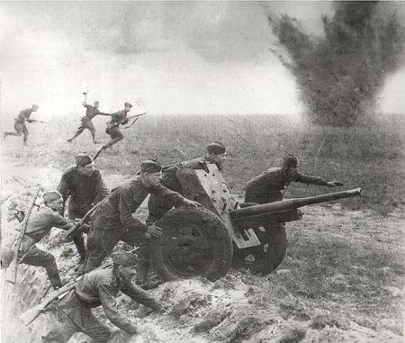 Садык Юнусов уничтожил в бою два ручных пулемета противника