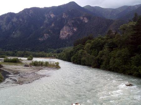 Вид на реку Теберда и территорию заповедника с моста