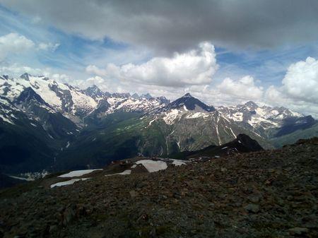 Вид на Домбай, Алибекскую долину и ледник (слева), на гору Семенов-баши из района верхней станции канатной дороги, с высоты более чем 3100 м.