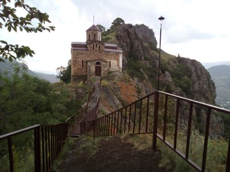 Вид церкви X века и вершины горы Монастырской (1157 метров над уровнем моря) с юга