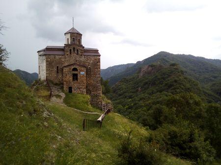 Вид церкви X века и части долины реки Большая Шоана с севера