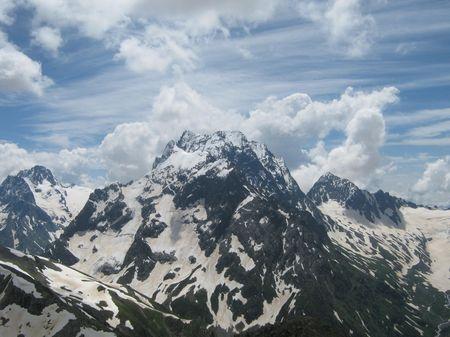 Вид горы Домбай-ульген с хребта Муса-Ачитара.