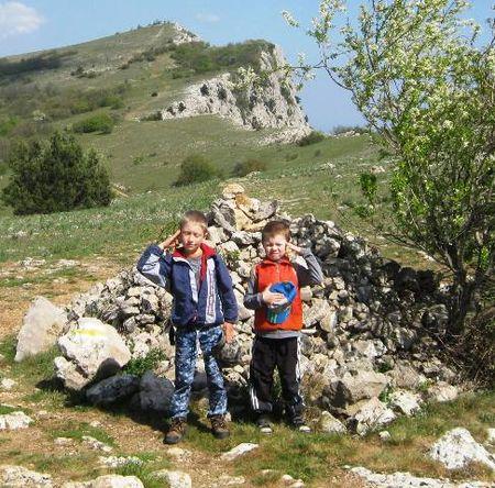 Друзья в районе развалин радиологической лаборатории А.С. Попова