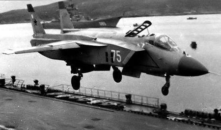 Истребитель «Як-141 на взлете
