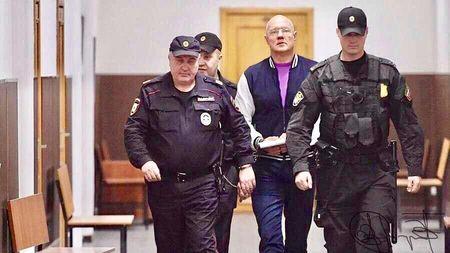 Басманный суд Москвы в четверг, 18 октября 2018, заключил под стражу на два месяца вице-премьера Крыма Виталия Нахлупина по обвинению в получении взяток в особо крупном размере