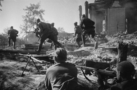 Бекир Альчиков был ранен при обороне Петергофа