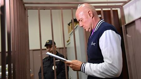 Суд арестовал имущество Нахлупина