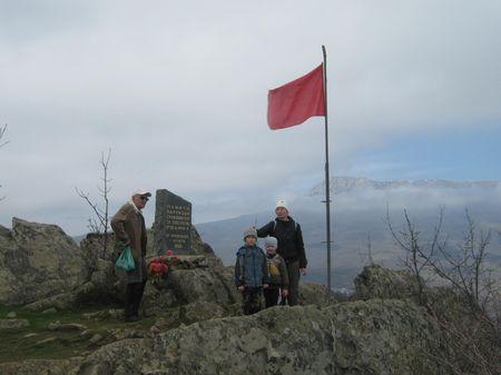 На Айори, у памятника алуштинским партизанам (1941-1942 гг.)