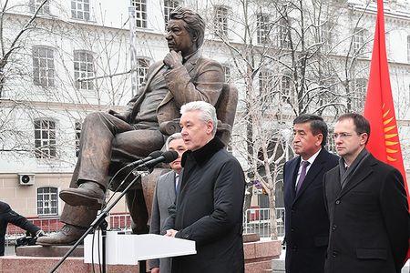 В Москве открыли памятник Чингизу Айтматову