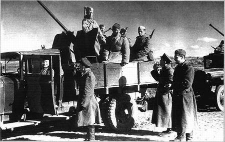 Якуб Баубеков проехал на боевой машине от Москвы до Эльбы