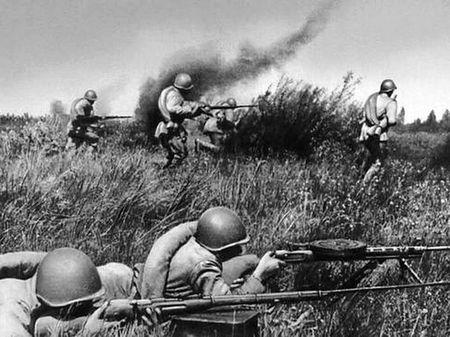 Сулейман Кемелов уничтожил в бою четырех немцев
