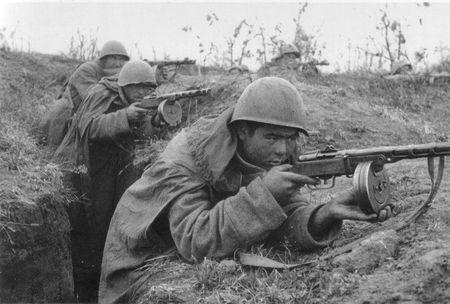 Халим Маналиев со своим отделением уничтожил группу сопротивлявшихся немцев